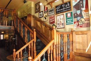 escalera covent garden pub